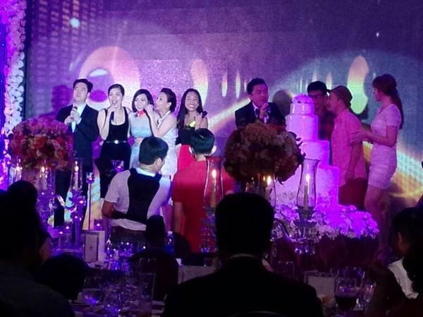 Vợ chồng Lam Trường khiêu vũ trên nền giọng hát của Mr.Đàm trong đám cưới 8