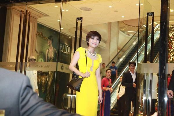 Vợ chồng Lam Trường khiêu vũ trên nền giọng hát của Mr.Đàm trong đám cưới 14