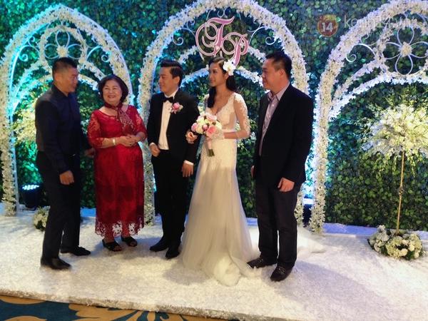 Vợ chồng Lam Trường khiêu vũ trên nền giọng hát của Mr.Đàm trong đám cưới 12