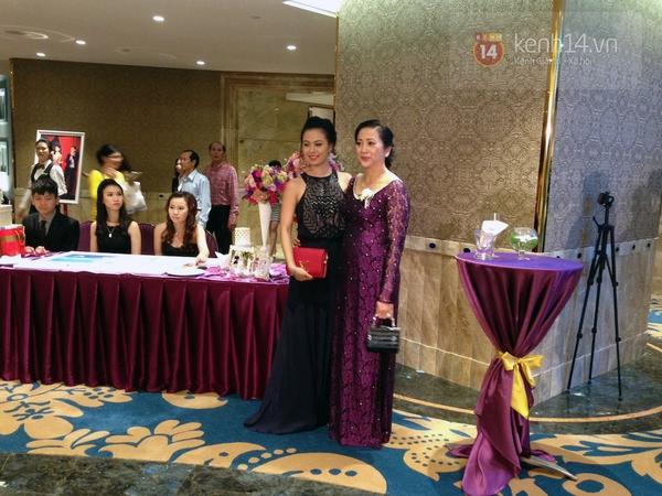 Vợ chồng Lam Trường khiêu vũ trên nền giọng hát của Mr.Đàm trong đám cưới 11