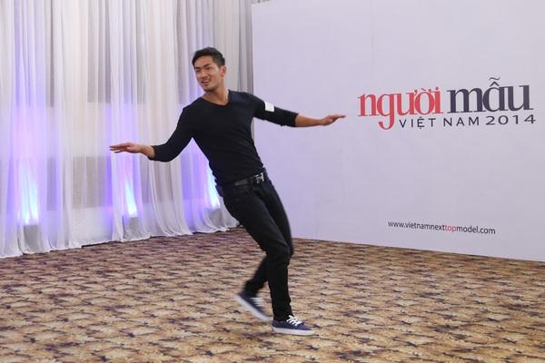 """Next Top Model: Nam Trung liên tục """"công kích"""" thí sinh từ tập đầu 15"""
