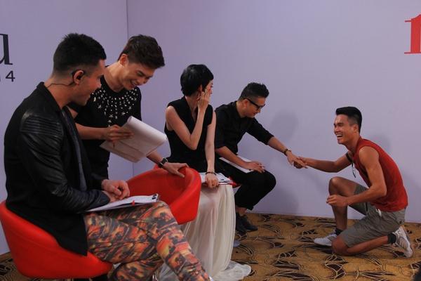"""Next Top Model: Nam Trung liên tục """"công kích"""" thí sinh từ tập đầu 17"""