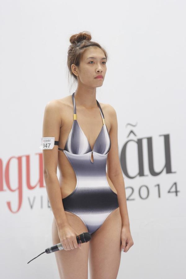 """Next Top Model: Nam Trung liên tục """"công kích"""" thí sinh từ tập đầu 11"""