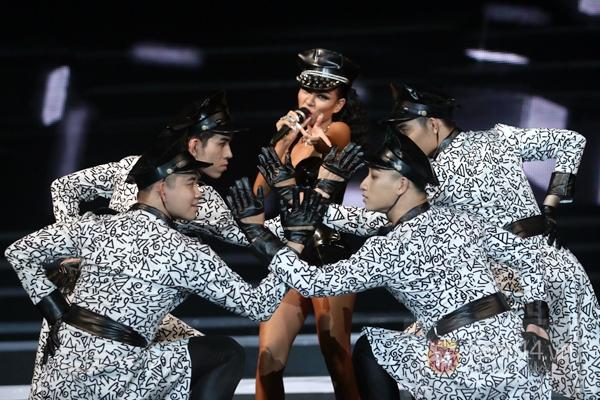 Quốc Thiên, Thảo Trang hát lại hit của Noo Phước Thịnh thuở mới vào nghề 6