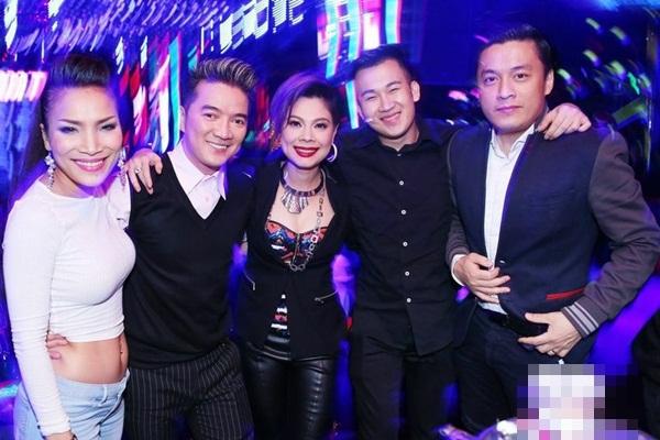 """Lam Trường đưa vợ mới cưới đi """"quậy"""" cùng dàn sao Việt trong bar 12"""