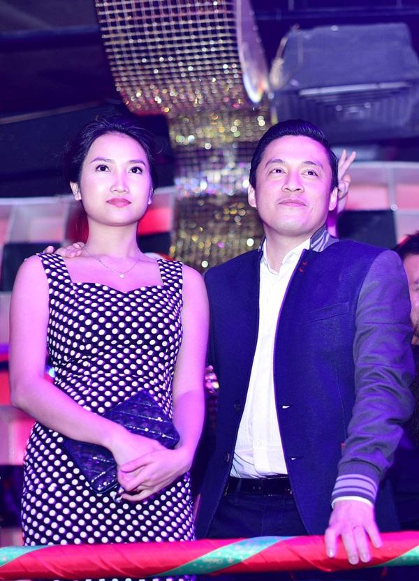 """Lam Trường đưa vợ mới cưới đi """"quậy"""" cùng dàn sao Việt trong bar 1"""