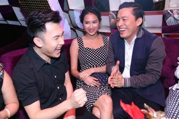 """Lam Trường đưa vợ mới cưới đi """"quậy"""" cùng dàn sao Việt trong bar 2"""