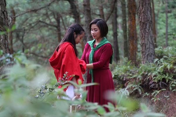 Cả gia đình Mỹ Linh tập luyện để quay MV Giáng sinh 1
