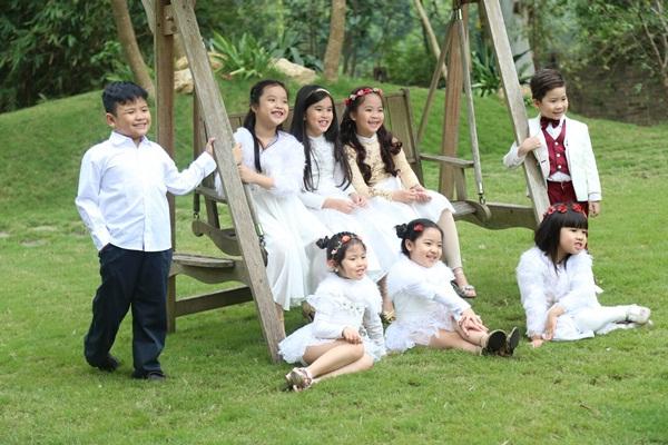 Cả gia đình Mỹ Linh tập luyện để quay MV Giáng sinh 8