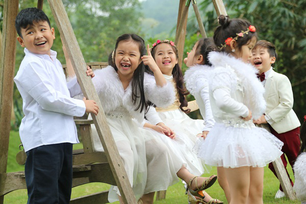 Cả gia đình Mỹ Linh tập luyện để quay MV Giáng sinh 9