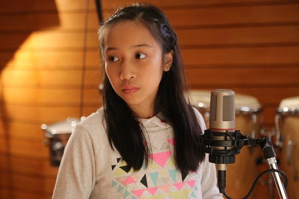 Cả gia đình Mỹ Linh tập luyện để quay MV Giáng sinh 12