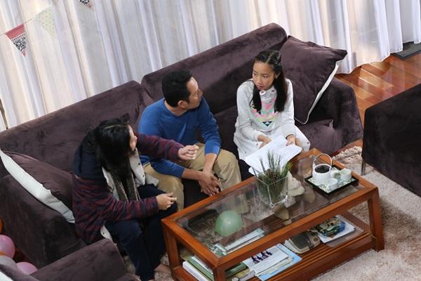 Cả gia đình Mỹ Linh tập luyện để quay MV Giáng sinh 2