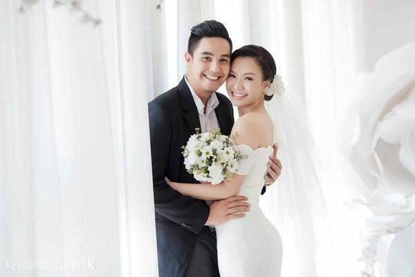 Soi loạt thiệp cưới từ đơn giản đến cầu kỳ của các cặp đôi nổi tiếng 1