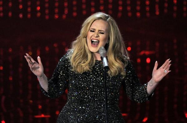 """Nghẹt thở vì sân khấu """"Skyfall"""" của Adele tại Oscar 2"""