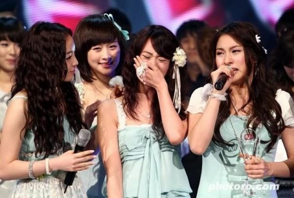 Girlgroup Kpop đã phản ứng ra sao trước chiến thắng đầu tiên? 10