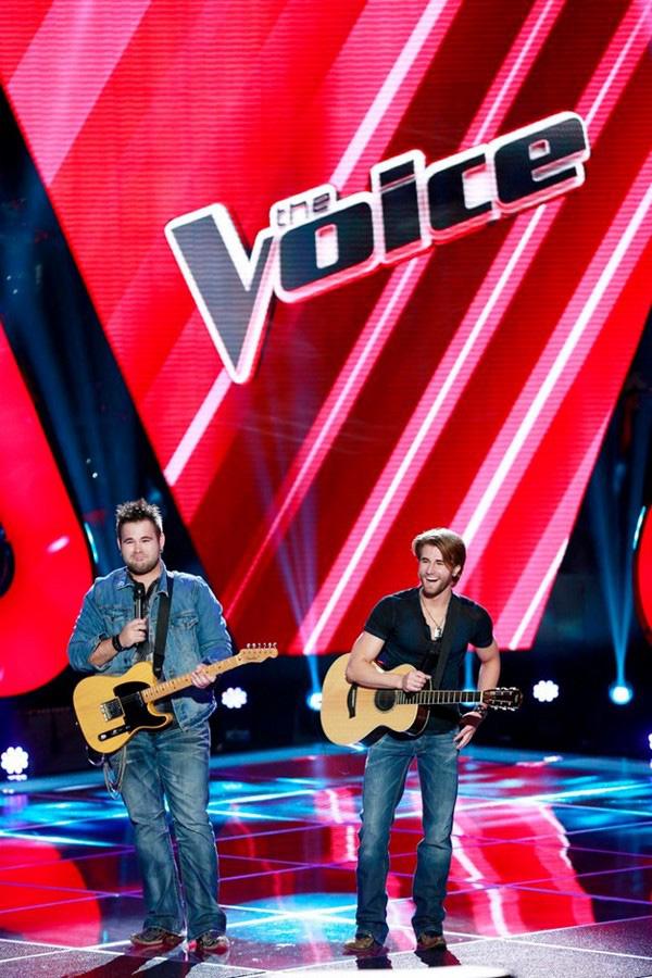 """The Voice US: Adam """"ngang nhiên"""" nẫng tay trên của Blake 2"""
