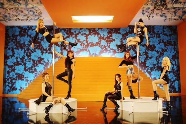 Zoom vào girlgroup chăm chỉ nhất Kpop 3