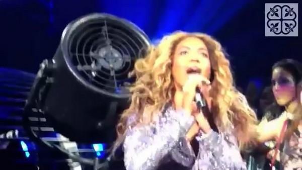 Beyoncé đang biểu diễn thì bị kẹt tóc vào cánh quạt 3