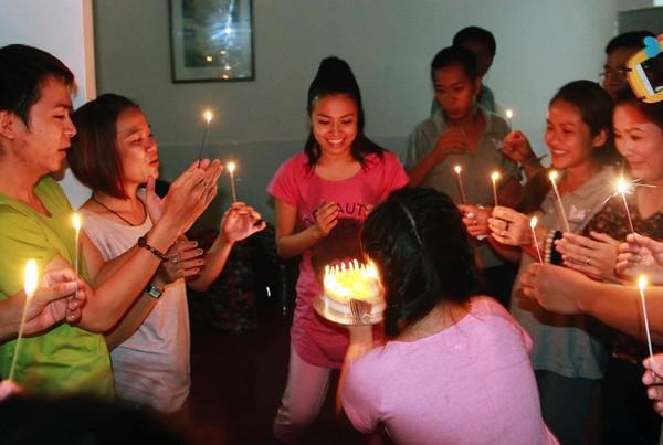 Hoàng Thùy Linh hạnh phúc đón sinh nhật bất ngờ 12