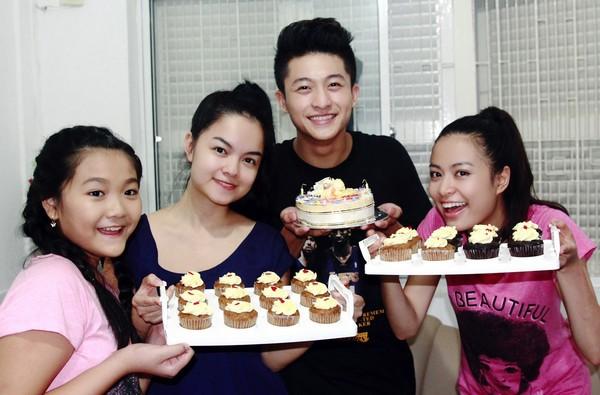 Hoàng Thùy Linh hạnh phúc đón sinh nhật bất ngờ 13