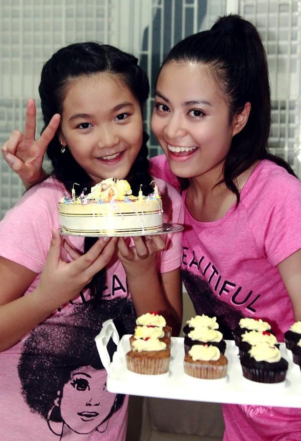 Hoàng Thùy Linh hạnh phúc đón sinh nhật bất ngờ 15