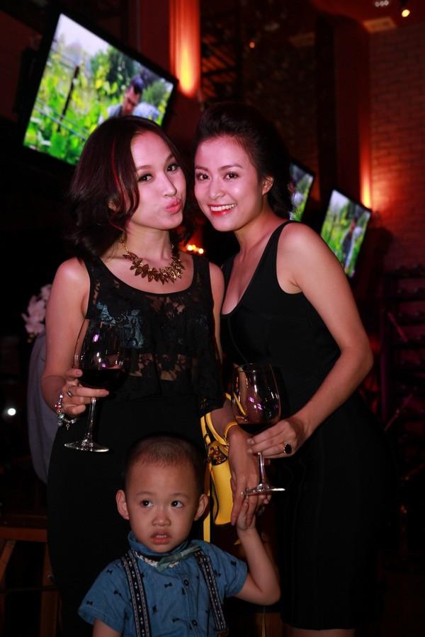 Hoàng Thùy Linh hạnh phúc đón sinh nhật bất ngờ 6