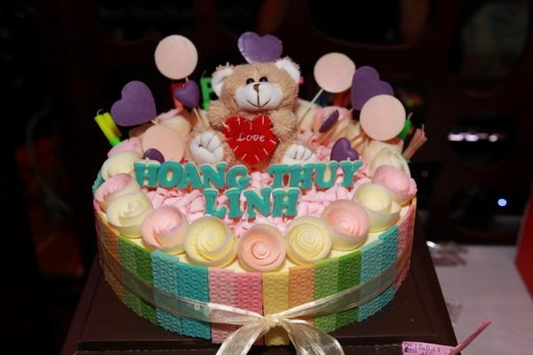 Hoàng Thùy Linh hạnh phúc đón sinh nhật bất ngờ 1