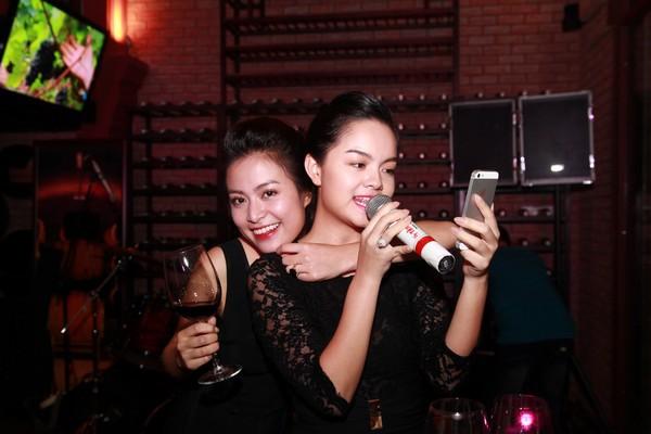 Hoàng Thùy Linh hạnh phúc đón sinh nhật bất ngờ 8