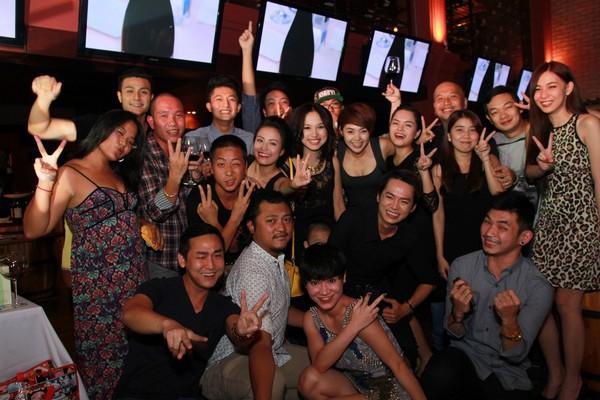 Hoàng Thùy Linh hạnh phúc đón sinh nhật bất ngờ 11
