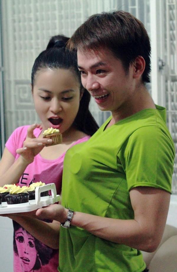 Hoàng Thùy Linh hạnh phúc đón sinh nhật bất ngờ 18