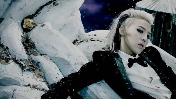 """G-Dragon """"đen thui"""" trong MV đánh dấu sự trở lại 7"""