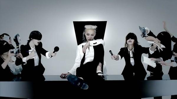 """G-Dragon """"đen thui"""" trong MV đánh dấu sự trở lại 9"""