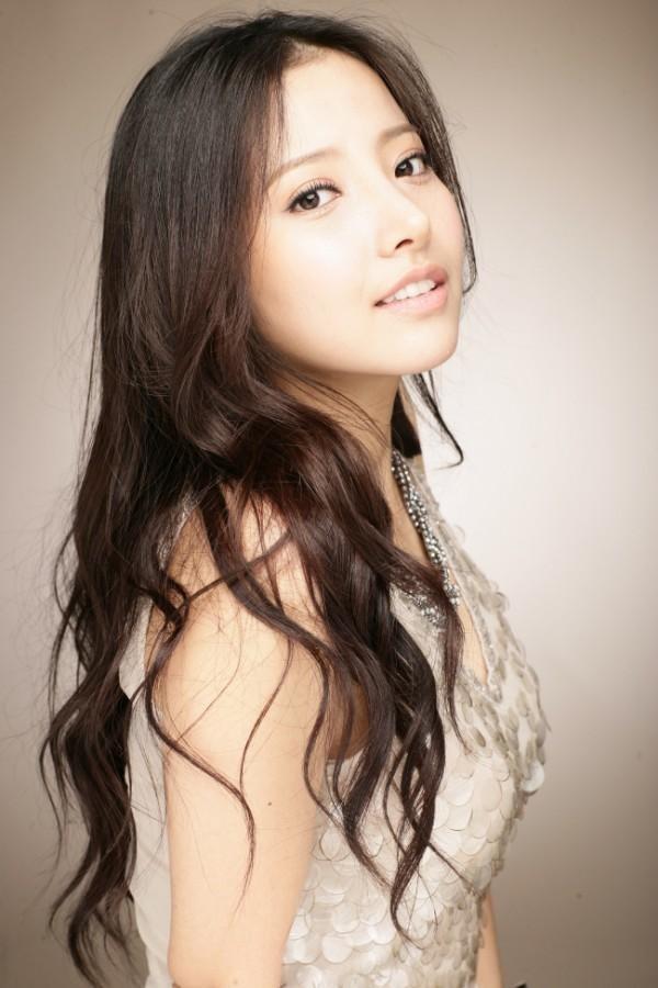 Trai xinh, gái đẹp lạ mặt gây chú ý trong các MV Kpop 10