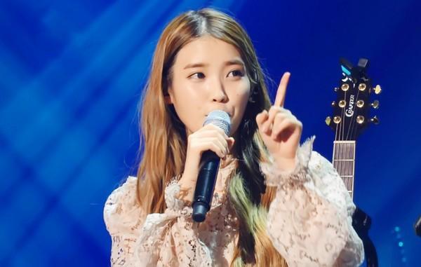 IU thả sức khoe giọng và được nghệ sỹ kỳ cựu khen ngợi 4