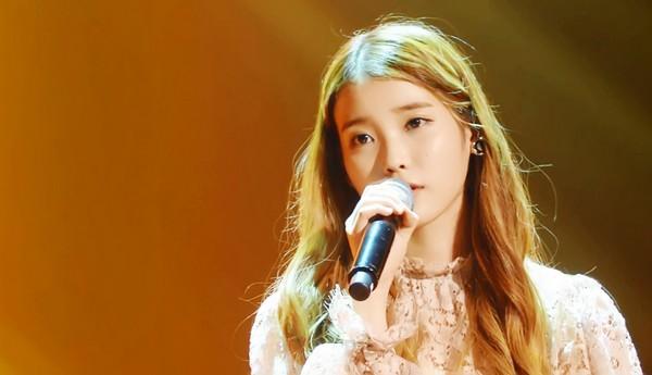 IU thả sức khoe giọng và được nghệ sỹ kỳ cựu khen ngợi 1