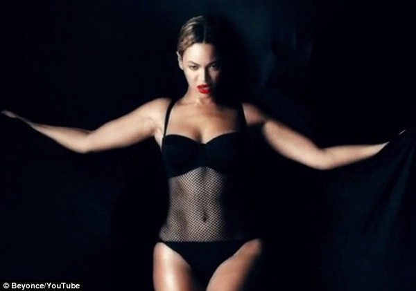 """Fan """"ngộp thở"""" trong... 17 MV mới của Beyoncé 2"""