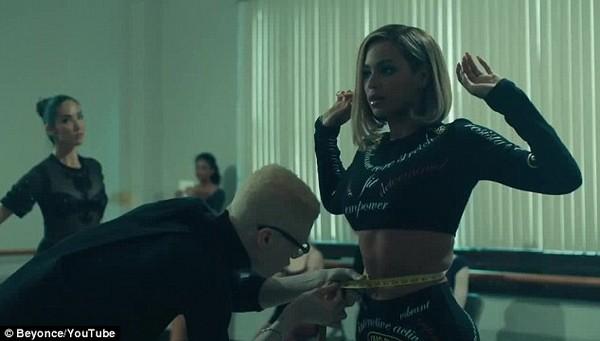"""Fan """"ngộp thở"""" trong... 17 MV mới của Beyoncé 7"""