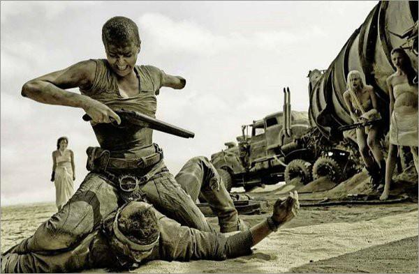 """""""Hoàng hậu ác"""" Charlize Theron hóa chiến binh 1 tay trong """"Mad Max"""" 1"""
