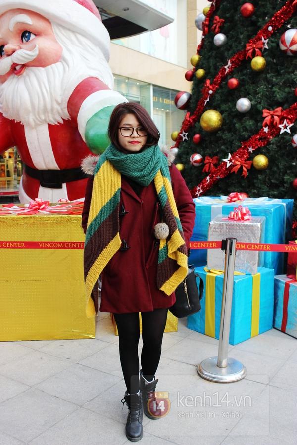 Sắc màu Giáng sinh tràn ngập street style giới trẻ Hà Nội 6