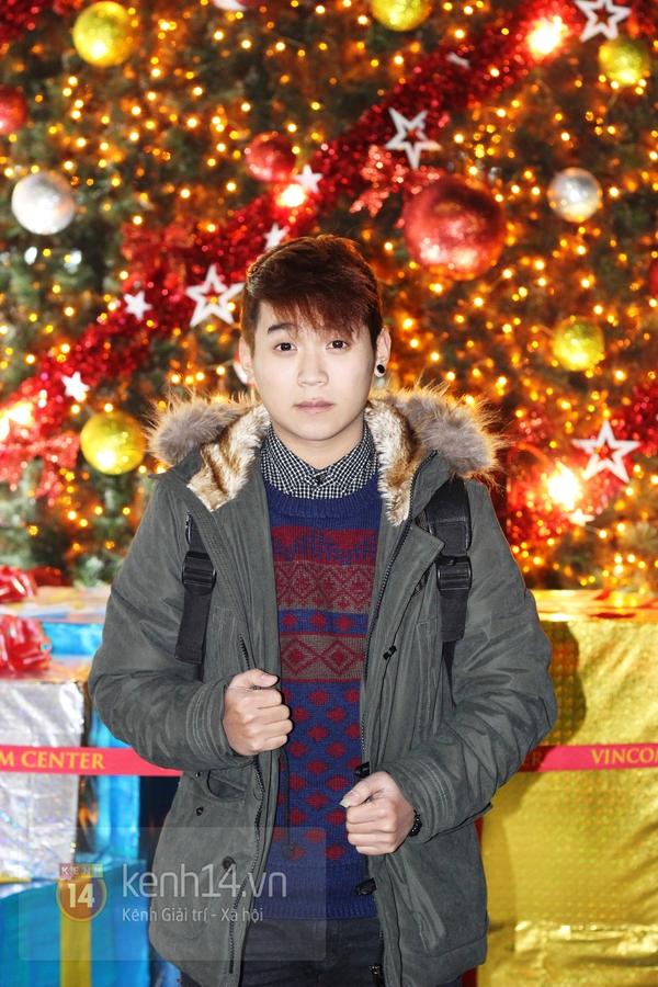 Sắc màu Giáng sinh tràn ngập street style giới trẻ Hà Nội 20