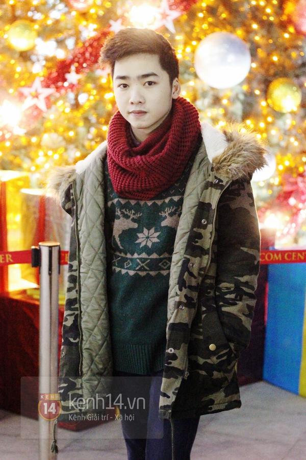 Sắc màu Giáng sinh tràn ngập street style giới trẻ Hà Nội 19