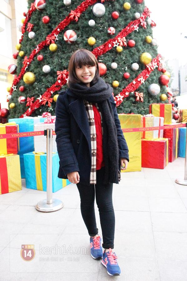 Sắc màu Giáng sinh tràn ngập street style giới trẻ Hà Nội 13