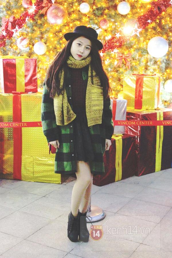 Sắc màu Giáng sinh tràn ngập street style giới trẻ Hà Nội 1