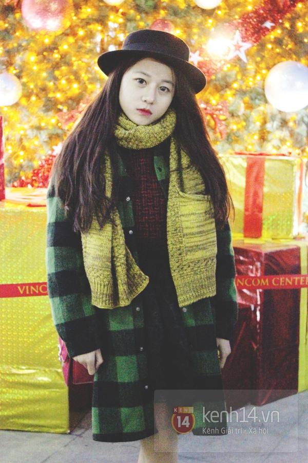 Sắc màu Giáng sinh tràn ngập street style giới trẻ Hà Nội 2