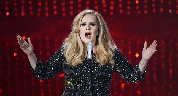 """""""Argo"""" vô địch Oscar, Nữ chính xuất sắc vấp ngã khi lên nhận giải 38"""