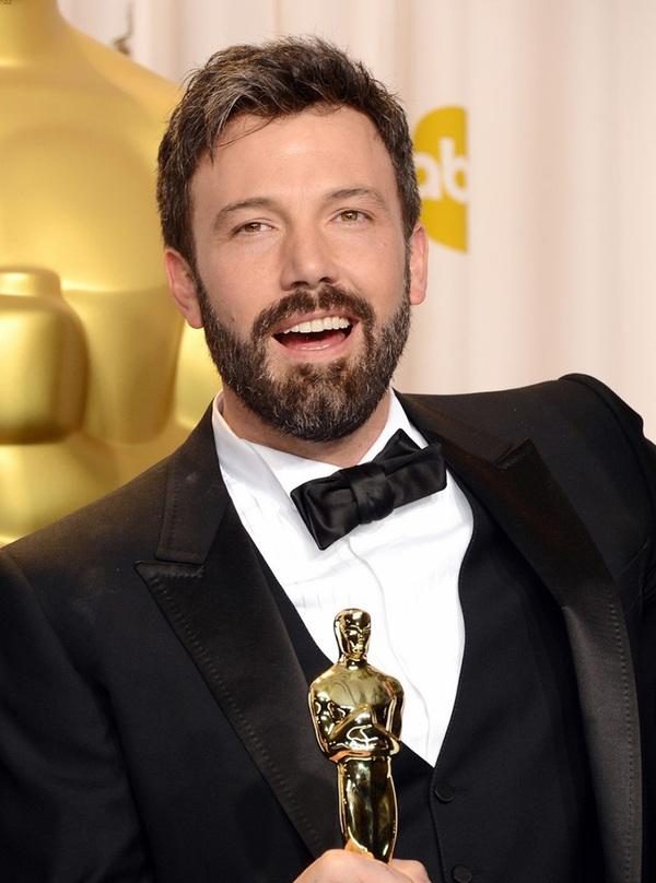 """""""Argo"""" vô địch Oscar, Nữ chính xuất sắc vấp ngã khi lên nhận giải 52"""