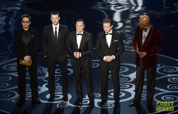 """""""Argo"""" vô địch Oscar, Nữ chính xuất sắc vấp ngã khi lên nhận giải 19"""