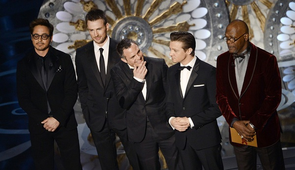 """""""Argo"""" vô địch Oscar, Nữ chính xuất sắc vấp ngã khi lên nhận giải 20"""