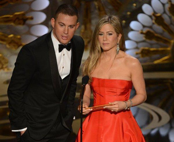 """""""Argo"""" vô địch Oscar, Nữ chính xuất sắc vấp ngã khi lên nhận giải 21"""