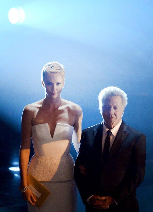 """""""Argo"""" vô địch Oscar, Nữ chính xuất sắc vấp ngã khi lên nhận giải 45"""